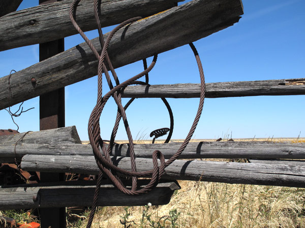 Wooden_Fence_With_Cable