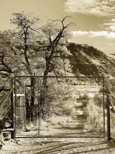Gate to the West Photography by Iskra